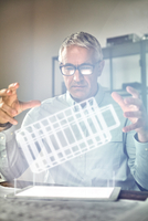 Male architect performing telekinesis, hovering futuristic glowing plastic model 11086035427| 写真素材・ストックフォト・画像・イラスト素材|アマナイメージズ