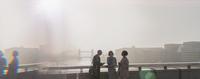 Silhouette business people on sunny urban city bridge over Thames River, London, UK 11086035602| 写真素材・ストックフォト・画像・イラスト素材|アマナイメージズ