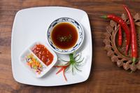 Chillies and sauces 11087006348  写真素材・ストックフォト・画像・イラスト素材 アマナイメージズ