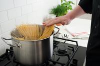 Cooking spaghetti