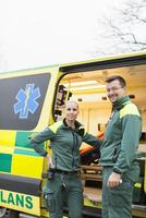 Sweden, Sodermanland, Tumba, Two paramedics next to ambulance 11090005950| 写真素材・ストックフォト・画像・イラスト素材|アマナイメージズ