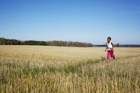 Sweden, Vastra Gotaland, Gullspang, Runnas, Boy (8-9) running in field