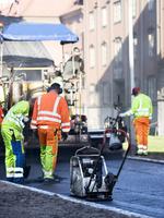 Sweden, Vastra Gotaland, Gothenburg, Workers in street