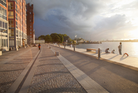 Sweden, Sodermanland, Stockholm, Nacka, Promenade at lake malaren