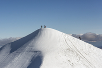 Sweden, Lapland, People on snowy top of Kebnekaise mountain