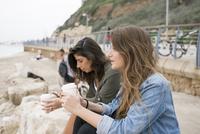 Israel, Tel Aviv, Women drinking coffee on beach