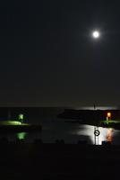 Sweden, Gotland, Vandburg, Illuminated marina on sea at night