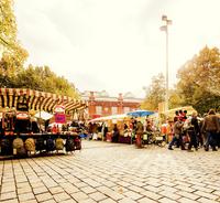 Germany, Berlin, Hackescher markt, View of market stalls 11090016715  写真素材・ストックフォト・画像・イラスト素材 アマナイメージズ