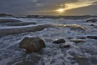 Sweden, West Coast, Bohuslan, Grebbestad, Tjurpannan Nature reserve, Swedish West Coast at sunset 11090016866| 写真素材・ストックフォト・画像・イラスト素材|アマナイメージズ