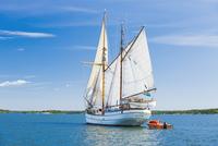 Sweden, Stockholm archipelago, Uppland, Ship in bay