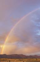 USA, California, Rainbow over mountains at sunset 11090017130| 写真素材・ストックフォト・画像・イラスト素材|アマナイメージズ
