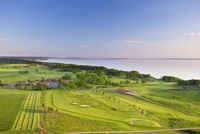 Sweden, Ostergotland, Odeshog, Stora Lund, Ombergs Golf Resort, Elevated view of seaside golf course 11090017189| 写真素材・ストックフォト・画像・イラスト素材|アマナイメージズ