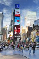 USA, New York State, New York City, Manhattan, People in Times Square 11090017227| 写真素材・ストックフォト・画像・イラスト素材|アマナイメージズ