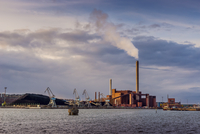 Finland, Helsinki, View of commercial dock 11090017266  写真素材・ストックフォト・画像・イラスト素材 アマナイメージズ