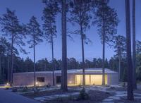 Sweden, Sodermanland, Stockholm, Gamla Enskede, Skogskyrkogarden, Illuminated building among trees at sunset 11090017430| 写真素材・ストックフォト・画像・イラスト素材|アマナイメージズ