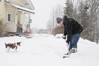Sweden, Vastmanland, Bergslagen, Hallefors, Silvergruvan, Mature man clearing snow