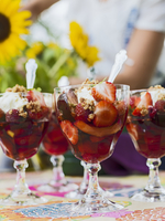 Sweden, Skane, Strawberry gelatin dessert in glasses 11090018542| 写真素材・ストックフォト・画像・イラスト素材|アマナイメージズ