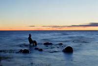 Finland, Hailuoto, Marjaniemi, Bothnian Bay, Tourist relaxing in Baltic Sea 11090018779| 写真素材・ストックフォト・画像・イラスト素材|アマナイメージズ