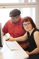 Sweden, Woman with down syndrome working at computer with colleague 11090020147| 写真素材・ストックフォト・画像・イラスト素材|アマナイメージズ