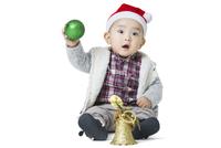 Cute baby with Christmas decoration  11091009485| 写真素材・ストックフォト・画像・イラスト素材|アマナイメージズ