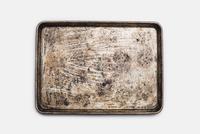 A well used, seasoned baking tray. Cookware. Baking sheet.  11093002322| 写真素材・ストックフォト・画像・イラスト素材|アマナイメージズ