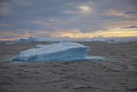 Iceberg along the Antarctic Peninsula. 11093002423| 写真素材・ストックフォト・画像・イラスト素材|アマナイメージズ