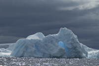 Iceberg along the Antarctic Peninsula. 11093002424| 写真素材・ストックフォト・画像・イラスト素材|アマナイメージズ