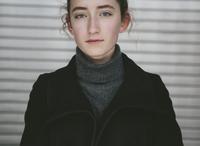 Portrait of thirteen year old teenage girl 11093013309| 写真素材・ストックフォト・画像・イラスト素材|アマナイメージズ