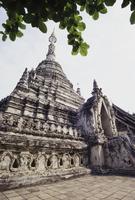 Thailand, Chiang Mai, Wat Dawk Euang, low angle view of Buddhist temple 11093014232| 写真素材・ストックフォト・画像・イラスト素材|アマナイメージズ