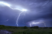 A lightning storm over a landscape. Forks of lightening emerging from clouds. 11093015198| 写真素材・ストックフォト・画像・イラスト素材|アマナイメージズ