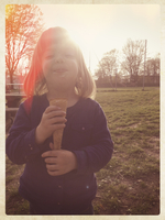 Germany, Baden-Wuerttemberg, girl with ice cream 11094001513| 写真素材・ストックフォト・画像・イラスト素材|アマナイメージズ