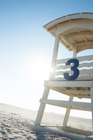 Lifeguard stand at the beach. 11095000177| 写真素材・ストックフォト・画像・イラスト素材|アマナイメージズ