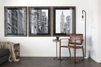 Retro art hanging on wall 11096010068| 写真素材・ストックフォト・画像・イラスト素材|アマナイメージズ