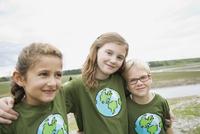 elementary students enjoying their outdoor field trip