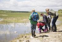 elementary school children on a field trip