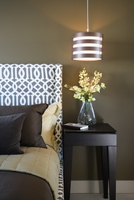 Side table in contemporary bedroom 11096026733| 写真素材・ストックフォト・画像・イラスト素材|アマナイメージズ