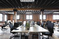 Interior of creative office space 11096036956| 写真素材・ストックフォト・画像・イラスト素材|アマナイメージズ
