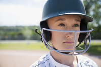 Close up portrait pensive middle school girl softball player wearing batting helmet 11096043520| 写真素材・ストックフォト・画像・イラスト素材|アマナイメージズ
