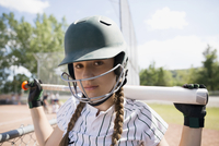 Portrait serious middle school girl softball player wearing batting helmet and holding bat 11096043526| 写真素材・ストックフォト・画像・イラスト素材|アマナイメージズ