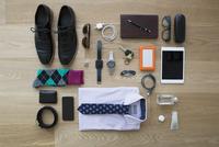 Still life business travel items on hardwood floor 11096044139| 写真素材・ストックフォト・画像・イラスト素材|アマナイメージズ