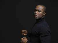 Portrait tough African American man gesturing with fists against black background 11096050225  写真素材・ストックフォト・画像・イラスト素材 アマナイメージズ