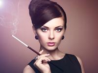 Retro portrait of beautiful woman with cigarette 11098010272| 写真素材・ストックフォト・画像・イラスト素材|アマナイメージズ