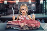 I shoot and eat RAW 11098010354| 写真素材・ストックフォト・画像・イラスト素材|アマナイメージズ