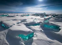 Baikal Treasures Sapphire sky turquoise ice 11098010457| 写真素材・ストックフォト・画像・イラスト素材|アマナイメージズ