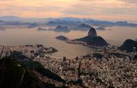 Elevated view of city and coastline, Rio de Janeiro, Brazil 11098011577| 写真素材・ストックフォト・画像・イラスト素材|アマナイメージズ