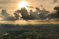 Sunset and dramatic clouds over city, Seoul, South Korea 11098017996| 写真素材・ストックフォト・画像・イラスト素材|アマナイメージズ