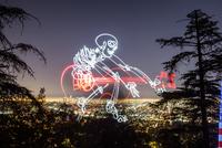 Skeleton with guitar over cityscape, Los Angeles, California, USA 11098019041| 写真素材・ストックフォト・画像・イラスト素材|アマナイメージズ