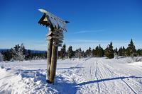 Information sign in snow 11098021456| 写真素材・ストックフォト・画像・イラスト素材|アマナイメージズ