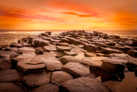 Sunset over Giants Causeway, Antrim, Northern Ireland, UK 11098023197| 写真素材・ストックフォト・画像・イラスト素材|アマナイメージズ