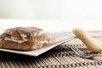 Tiramisu cake on plate for Christmas 11098024140| 写真素材・ストックフォト・画像・イラスト素材|アマナイメージズ